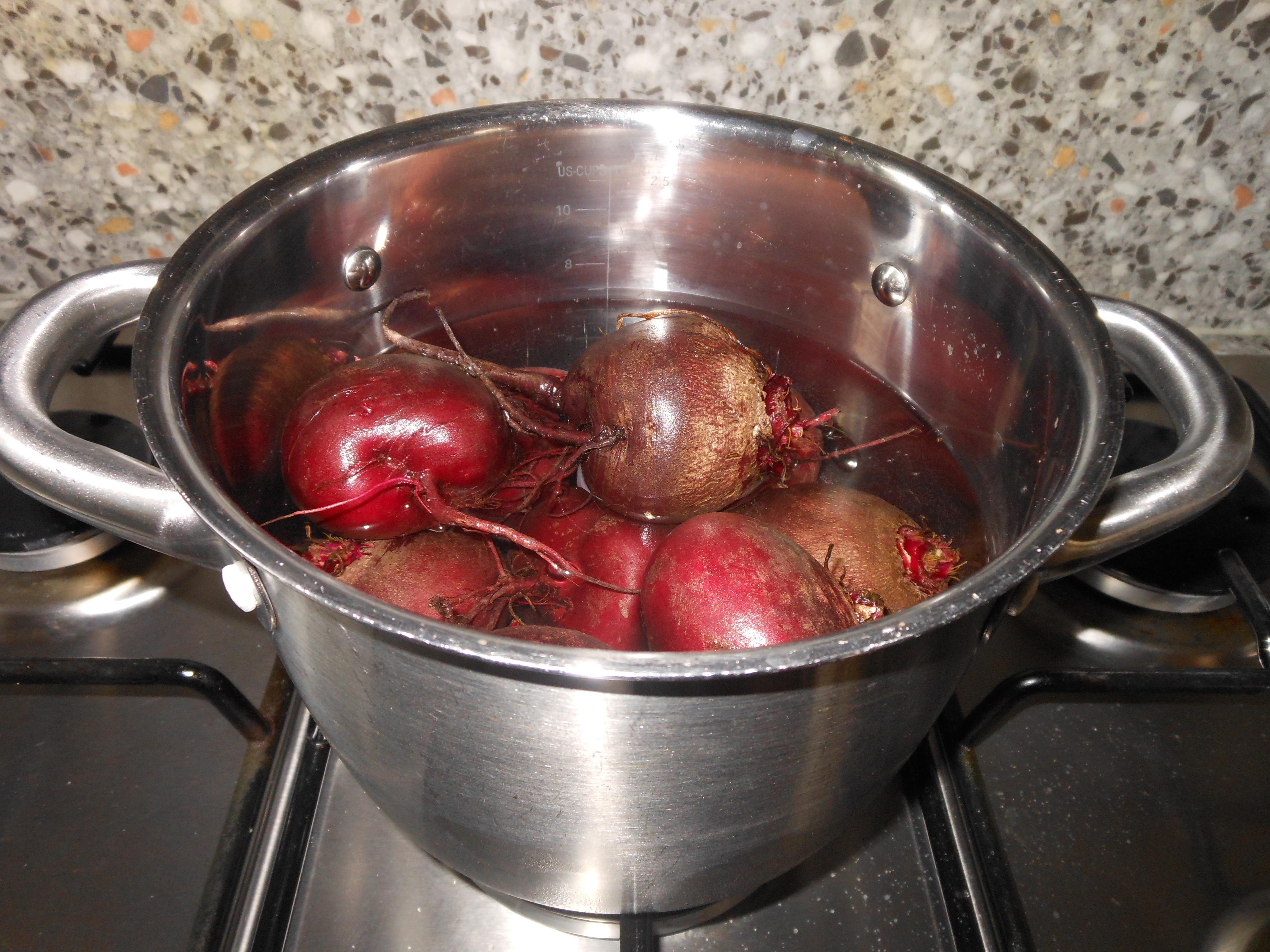 koken van verse rode bieten
